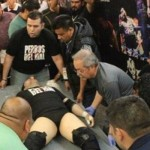 Si camillas había y al hijo del Perro Aguayo lo colocaron en una tabla para trasladarlo al hospital, donde falleció.