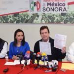 Alfonso Elías encabezó la rueda de prensa en el PRI Sonora.