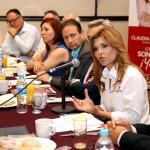 Claudia Pavlovich en reunión con investigadores de diversas instituciones sonorenses.