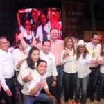 """Manlio Fabio Beltrones, Ernesto """"Borrego"""" Gándara y Antonio Astizarán, así como la fórmula de candidatos a la alcaldía y a las diputaciones locales y federales de Hermosillo por el PRI, acompañaron a Claudia Pavlovich en su cierre y fin de campaña."""