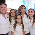 Claudia Pavlovich, gobernadora electa de Sonora, acompañada de su familia en su cumpleaños este miércoles 17 de junio.