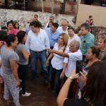 La gobernadora Claudia Pavlovich recorrió las calles de Guaymas y dialogó con las personas damnificadas y una vez que tuvo el recuento preliminar de daños de inmediato solicitó este lunes a la SEGOB la declaratoria de emergencia, misma que se le concedióde inmediato.