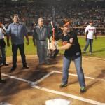 El alcalde de Hermosillo, Manuel Ignacio Acosta fue el bateador de la primera bola lanzada por la gobernadora Claudia Pavlovich.