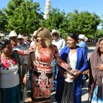 La Gobernadora Claudia Pavlovich convivió con mujeres de la tribu Yaqui.