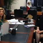 Gobernadora Claudia Pavlovich reunida con la cónsul Karen Ogle.