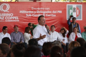 Quirino con priistas de El Carrizo.