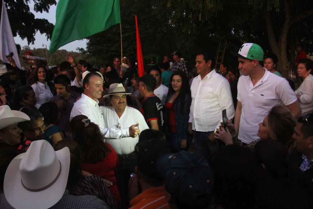 En Choix también le refrendaron su respaldo a Quirino Ordaz.