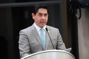 Diputado Luis Serrato Castell, presidente de la Comisión Permanente del Congreso del Estado de Sonora.