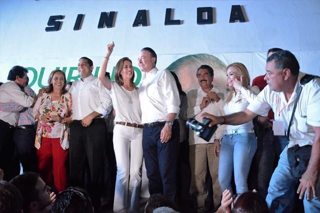 Quirino Ordaz acompañado en el festejo de la victoria por su esposa Rossy.
