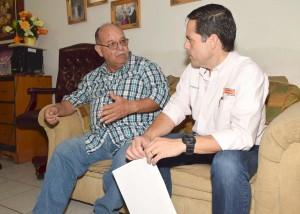 El alcalde Maloro Acosta visitó a don Gabriel Núñez.